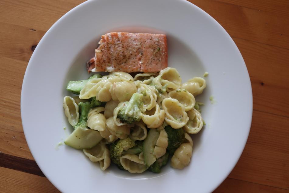 pasta met zalm en groene groenten