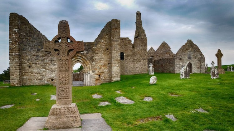 picture of Clonmacnoise site ireland