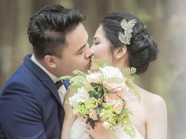 Picture of Kissing the Bride