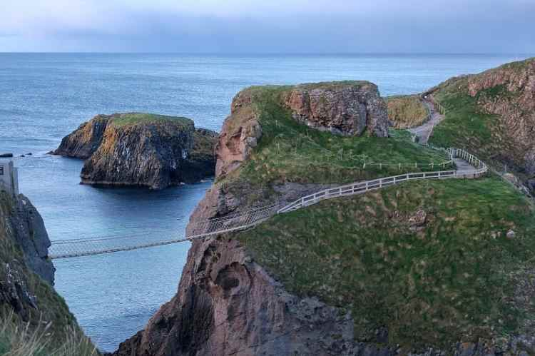 image of carrick-a-rede