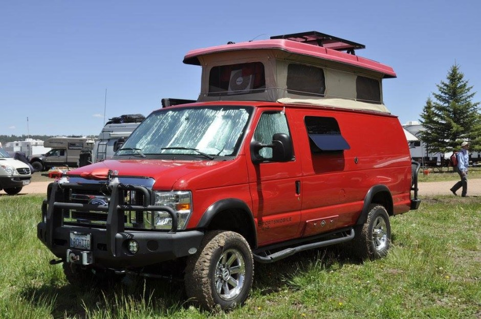 That tent looks awesome on top of this 4x4 van.