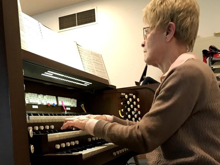 staff, organ, keyboard