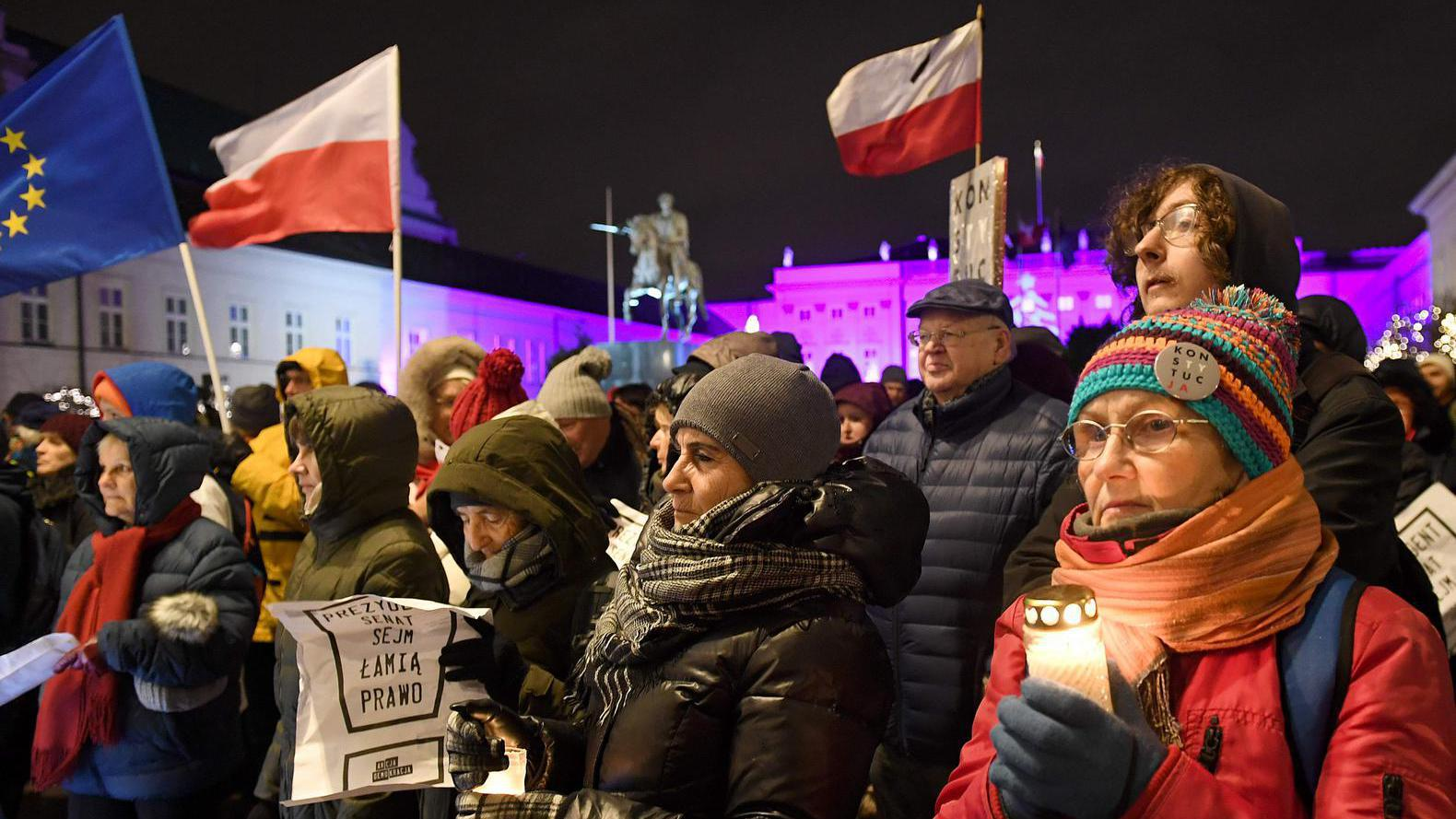 Europese Commissie dreigt Polen met 'nucleaire optie' na politieke overname rechterlijke macht