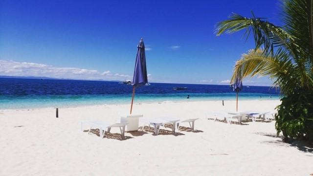マラパスクア島のビーチサイドの写真 マラパスクア島のビーチサイド