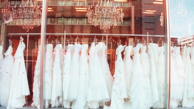 台湾の結婚式の服装!ウエディングドレスは?ネクタイや色についても詳しくお伝えします^^