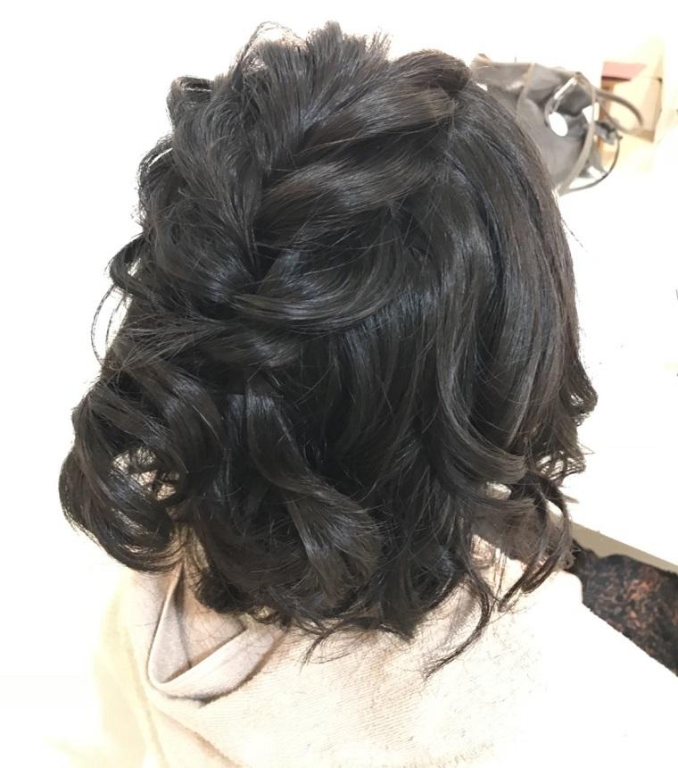 毛量が少なめのミディアム花嫁にはハーフアップスタイルで編み込みがオススメ!