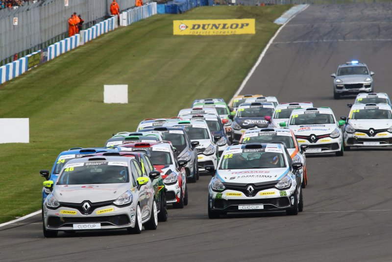 Start, Lee Pattison (GBR) Team Cooksport Renault Clio CUp leads