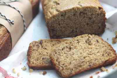 Sour Cream Banana Bread - this banana bread is soo tasty and easy to make! No fail for sure! | www.overthebigmoon.com
