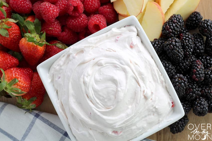 https://i1.wp.com/overthebigmoon.com/wp-content/uploads/2017/05/easy-strawberry-fruit-dip.jpg?resize=850%2C567&ssl=1
