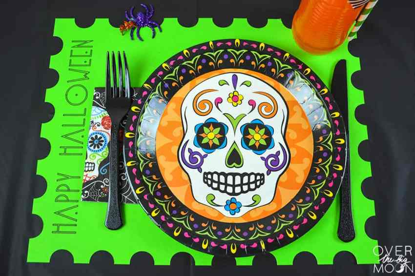 Halloween Posterboard Placemats - make these upset simple placemats, by cutting out pasteboard with your Cricut Explore or Cricut Maker! From www.overthebigmoon.com!