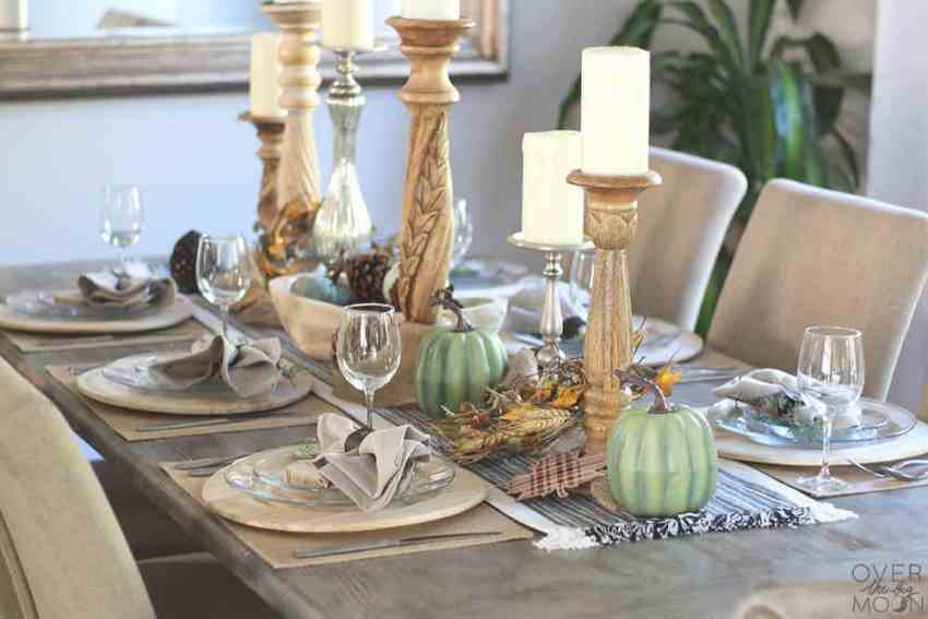 Farmhouse Thanksgiving Tablescape - bring a bit of elegance to your farmhouse Thanksgiving table scape with these fun ideas! From www.overthebigmoon.com!