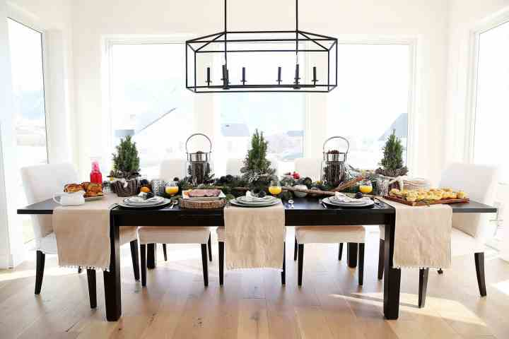 Rustic Christmast Brunch Table and Brunch Menu Ideas from www.overthebigmoon.com!