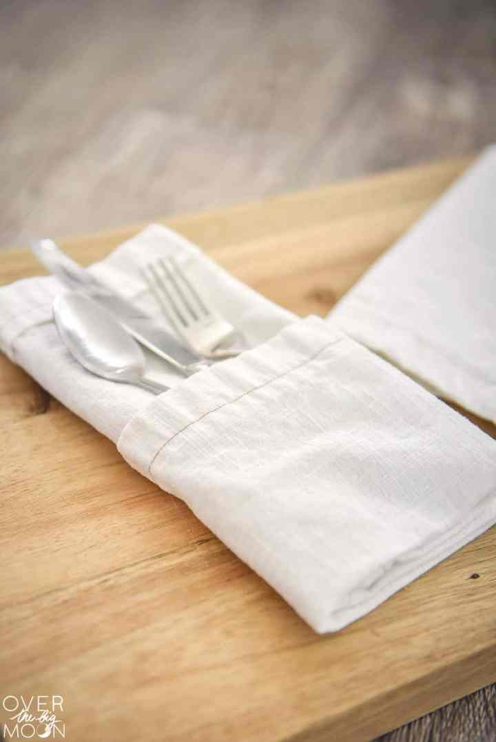 Tutorial for Easy DIY Linen Napkins - from overthebigmoon.com!