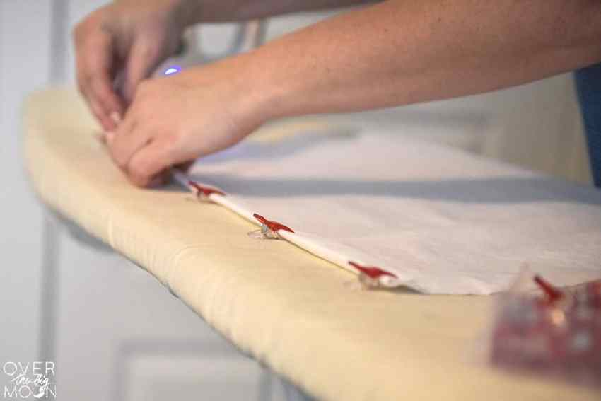 How to Sew Easy DIY Linen Dinner Napkins - the perfect beginning sewing project!! The napkins are so pretty too! From overthebigmoon.com!