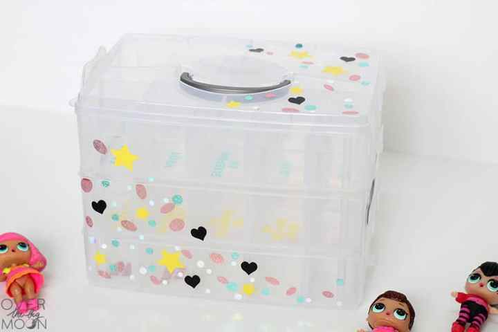 Easily customize a clear container to hold your kids toys! This container perfectly holds my daughters LOL Surprise Dolls! From overthebigmoon.com!