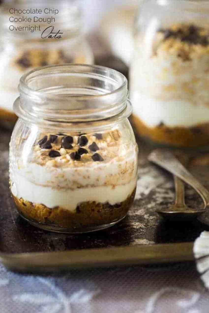 Chocolate Chip Cookie Dough Overnight Oats + 30 more overnight oats recipes! From overthebigmoon.com!