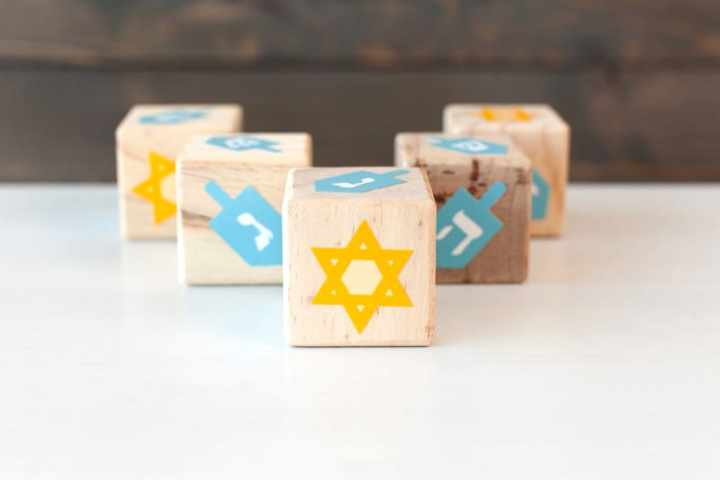 DIY Hanukkah Blocks and other fun Hanukkah kids crafts & activities! From overthebigmoon.com!