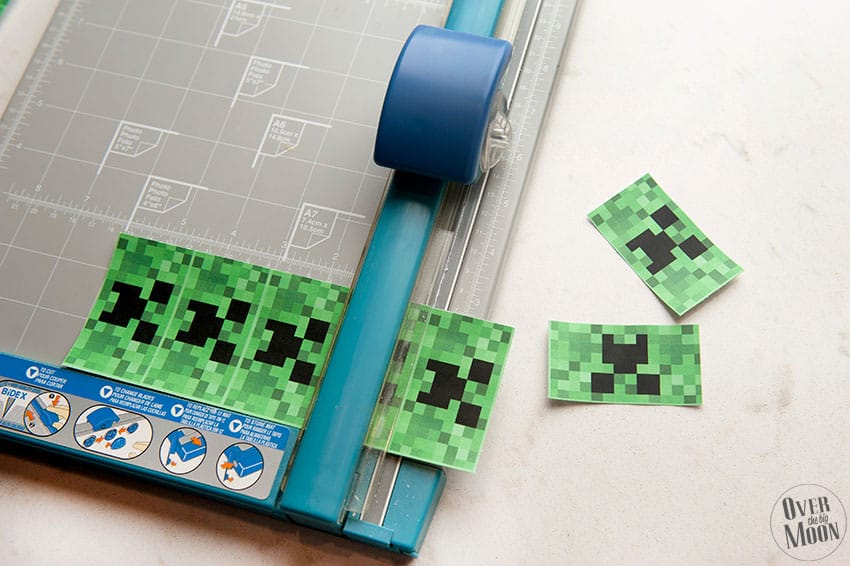 Cut the Minecraft Valentine's and Creeper Mini Candy Bar Wrappers! From overthebigmoon.com!