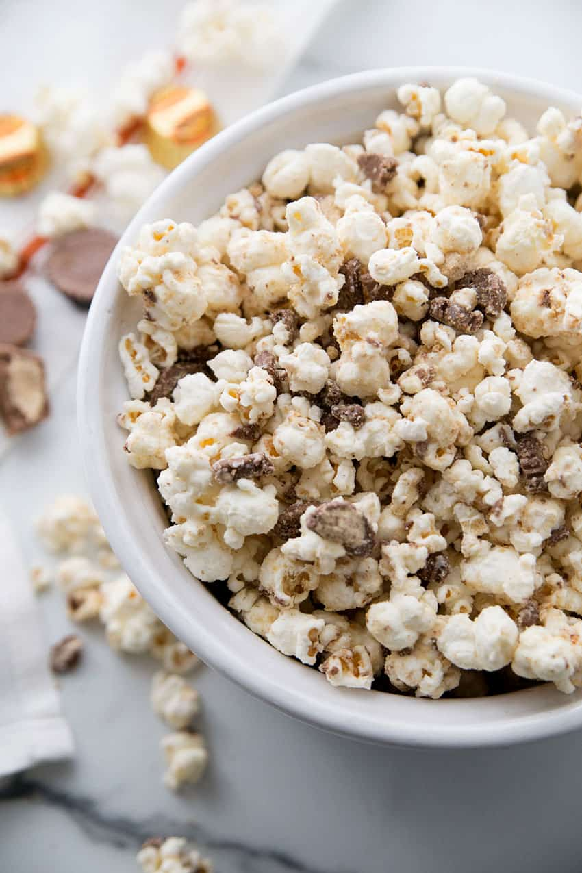 https://i1.wp.com/overthebigmoon.com/wp-content/uploads/2019/12/white-chocolate-popcorn-pb.jpg?resize=850%2C1275&ssl=1