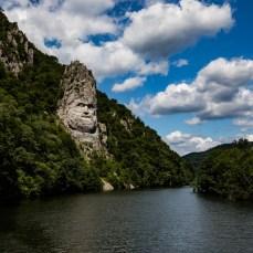 ob diesen gigantischen Steinkopf am Donauufer,