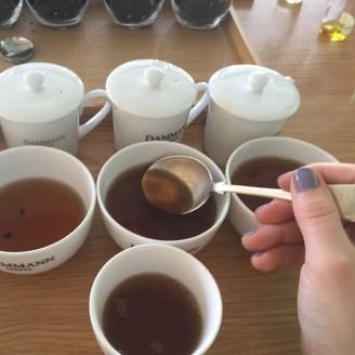 Comment créer un thé parfumé à la cuiller - ©Chloé Chateau