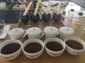 Création d'un thé parfumé à la cuiller - ©Chloé Chateau