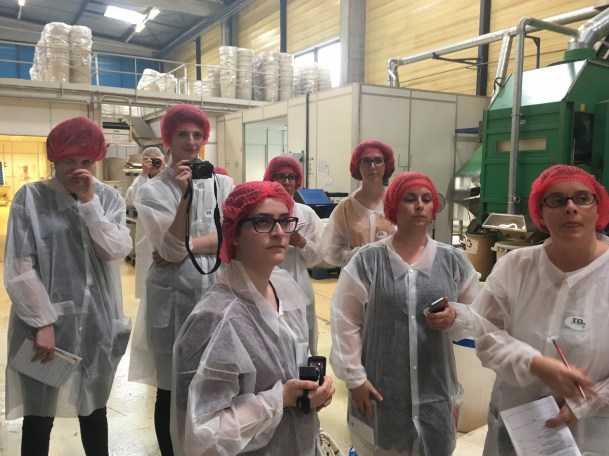 Entre blogueurs, on rigolait bien pendant la visite de l'usine Dammann Frères à Dreux - ©Chloé Chateau
