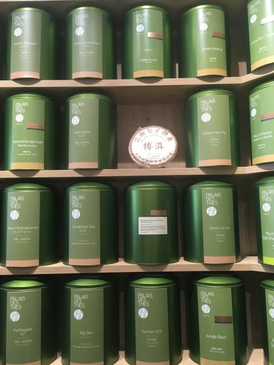 Le mur de boîtes de la boutique Palais des thés à Tours