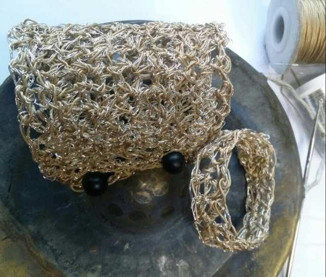 bracelets crochetés, métal et fil de lin