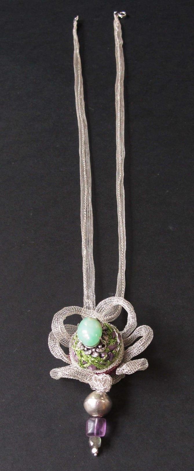 Sautoir intégrant une bague en jade