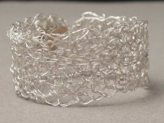 Bracelet crocheté avec bouton de manchette