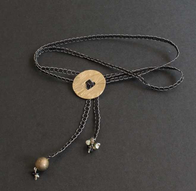 mMédaillon bronze lien noir quartz et perle
