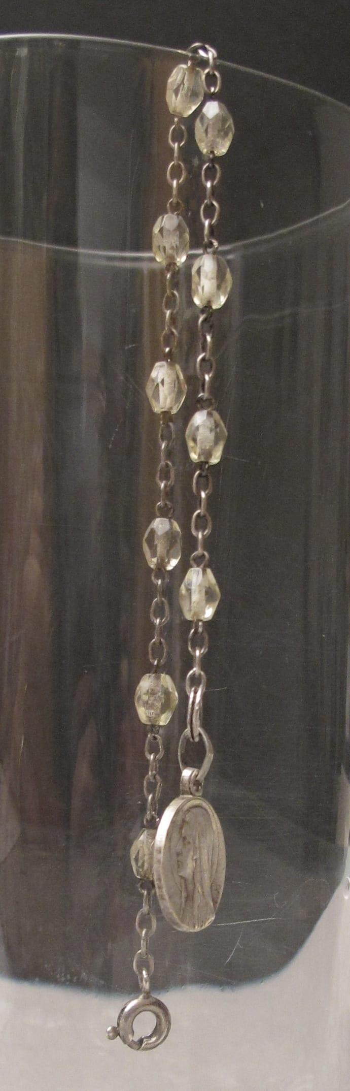 chapelettransformé en bracelet medaille argent perles cristal