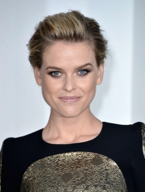 Alice-Eve---Star-Trek-Into-Darkness-premiere--06-560x744