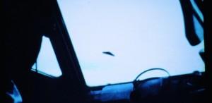 ovni-com-tamanho-estimado-em-40-metros-de-diametro-e-fotografado-entre-manaus-e-belem-sobre-a-floresta-pela-tripulacao-de-um-boeing-da-varig-em-1976-alem-do-registro-fotografico-e-do-depoimento-da-1368805999378_615x300