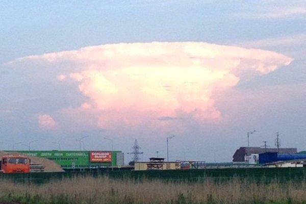 Nuvem em formato de cogumelo nuclear