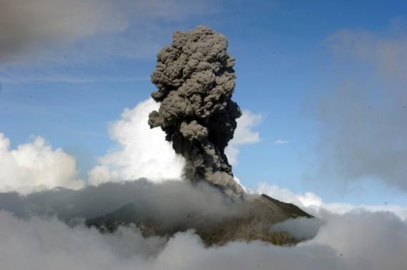 Erupção do Turrialba em março de 2015