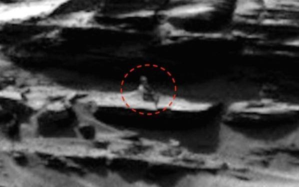 velho sentado em Marte 2