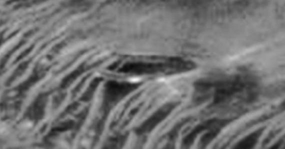 Possível disco voador na superfície marciana