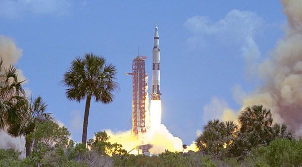 foguete sendo lançado