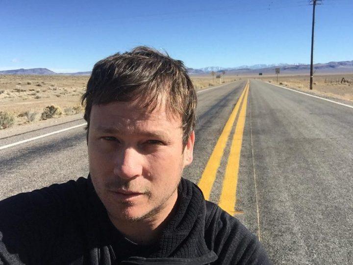 Ex-guitarrista de banda de rock prepara livro 'não-ficção' sobre o fenômeno dos OVNIs 1
