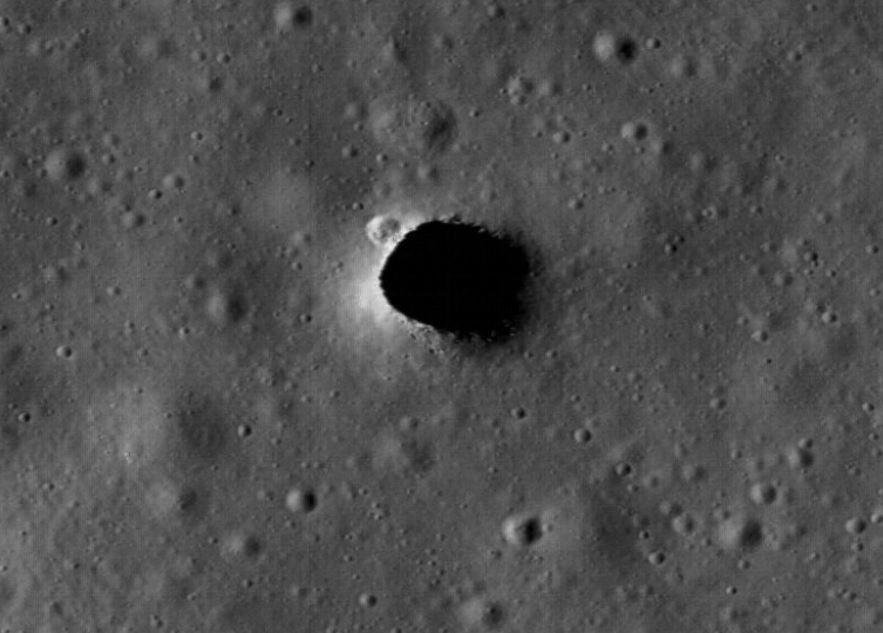 Existem enormes túneis subterrâneos na Lua 1