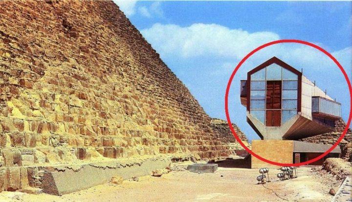 """Um """"barco solar voador"""" foi enterrado no pé da grande pirâmide de Gizé 1"""