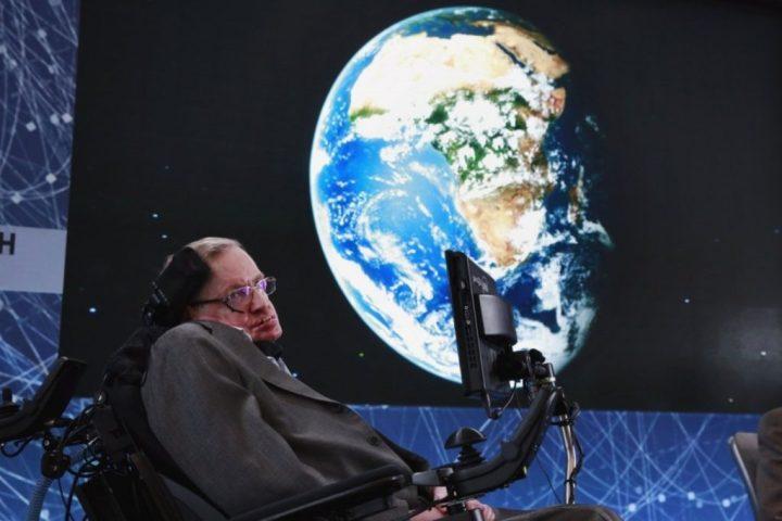 Stephen Hawking pede retorno do homem à Lua, pois a Terra está acabando 1
