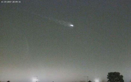 OVNI cruza o céu sobre aeroporto em Londres