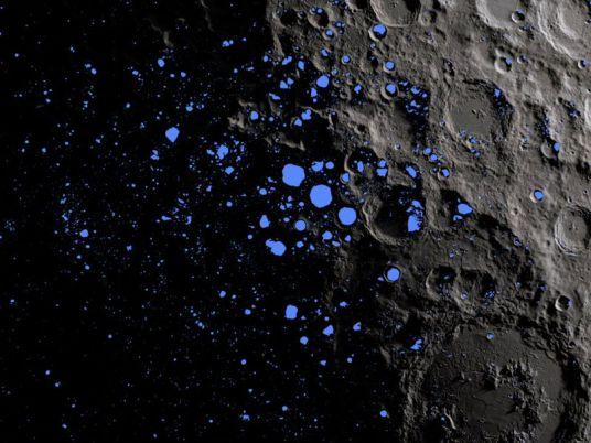Água é detectada na superfície da Lua