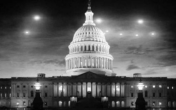 """Como os OVNIs """"explodiram"""" na visão do público"""