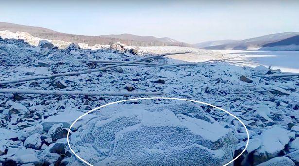 """Enorme deslizamento de terra na Rússia foi """"causado por meteorito, enorme bomba ou queda de OVNI"""" 2"""