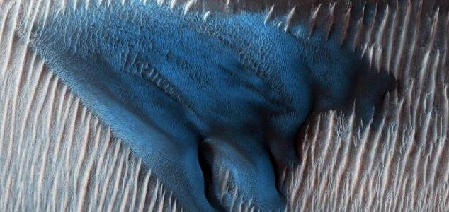 duna azul é fotografada em Marte