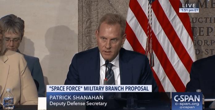 Trump substitui seu Secretário de Defesa por perito em OVNIs nazistas